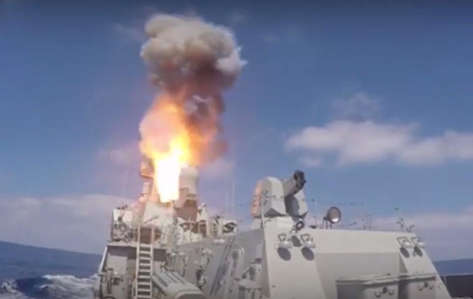 МРК «Зеленый Дол» и «Серпухов» выполнены пуски крылатых ракет «Калибр» по целям террористической группировки «Джебхат ан-Нусра» на территории Сирии