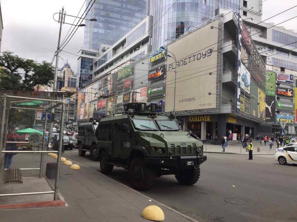 В центр Киева вошла военная техника: Режим взялся за СМИ (ФОТО)