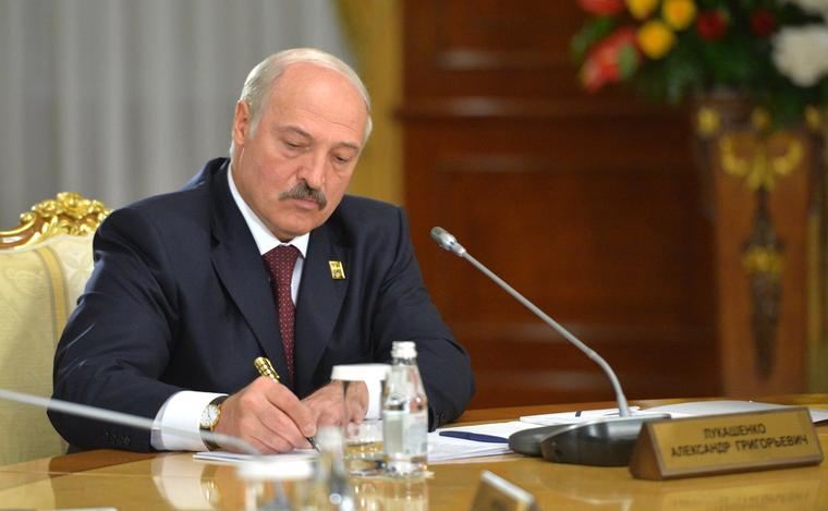 Лукашенко променял Россию на дружбу с Западом. «В дальнейшем его выбросят за ненужностью»