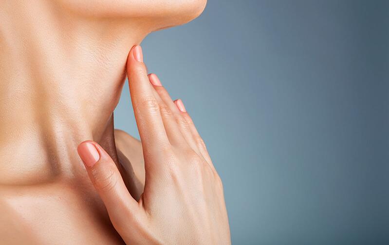 4 натуральных средства, которые помогут предотвратить морщины на шее и руках