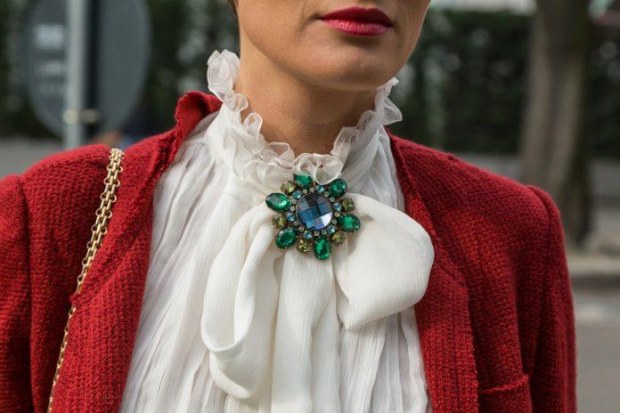 Пополняем гардероб стильными блузками: 10 самых актуальных моделей