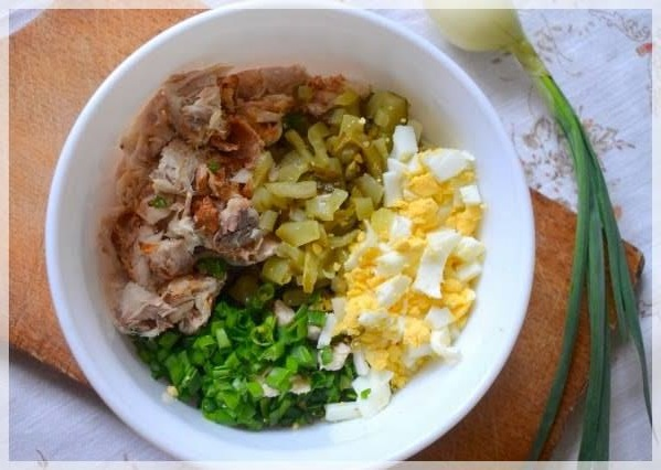 Девчонки, обалденный салатик с копченой скумбрией и луком! Готовила на выходных!