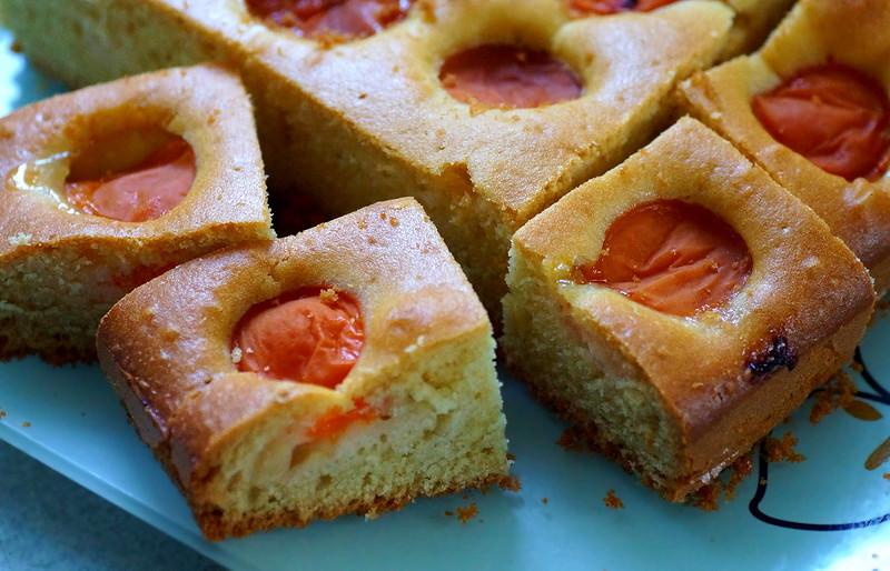Летние мини--пироги с абрикосом