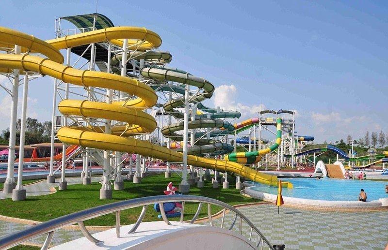 Провести в аквапарке 4 часа стоит более $9, при том, что средний еженедельный доход в Северной Корее составляет около $33 Израиль, аквапарк, кндр, развлечения, северная корея, турист