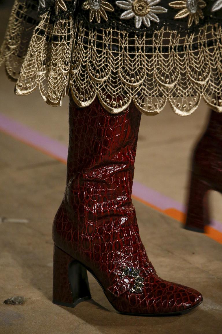 Бордовый цвет обуви на осенних неделях моды 2016