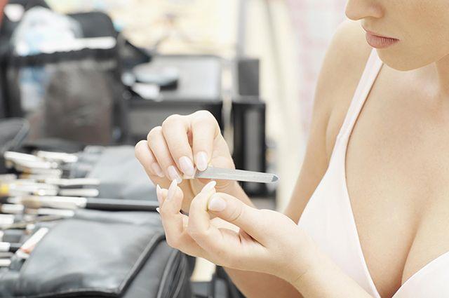 Что поможет при ломкости ногтей?