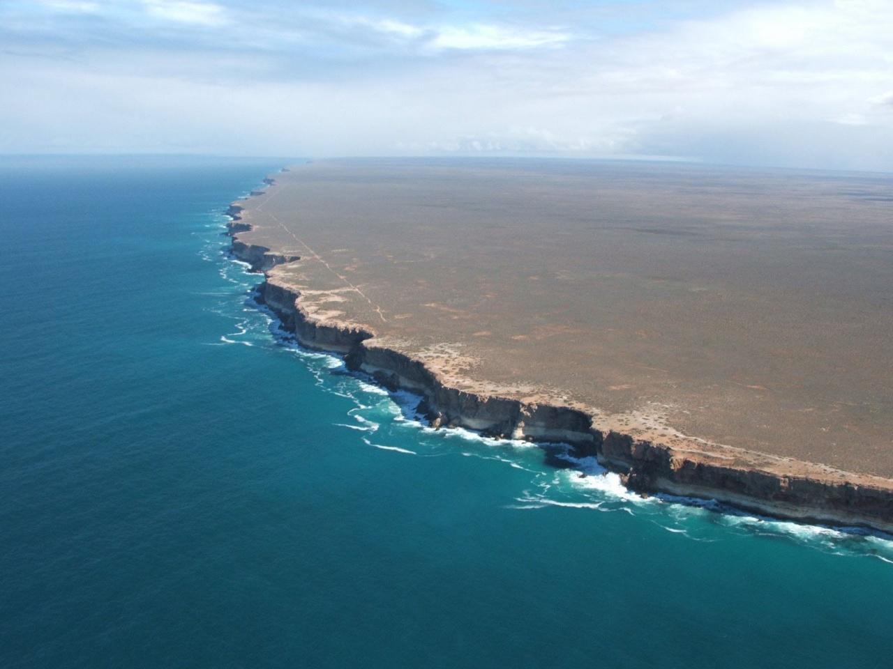 Равнина Налларбор (Nullarbor Plain) и утесы Банда (Bunda Cliffs)