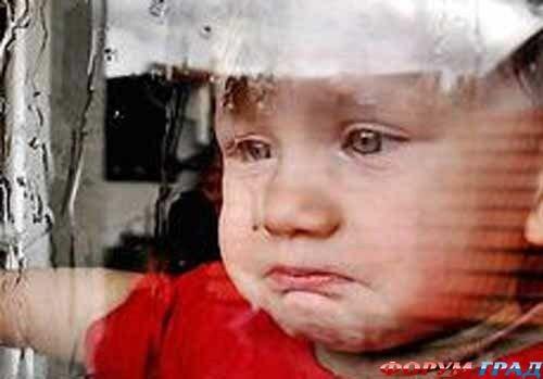 Катились градом слезы по детскому лицу.