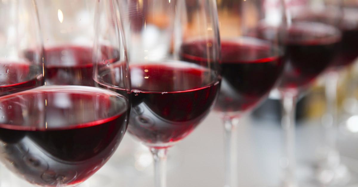 Действительно ли красное вино омолаживает?