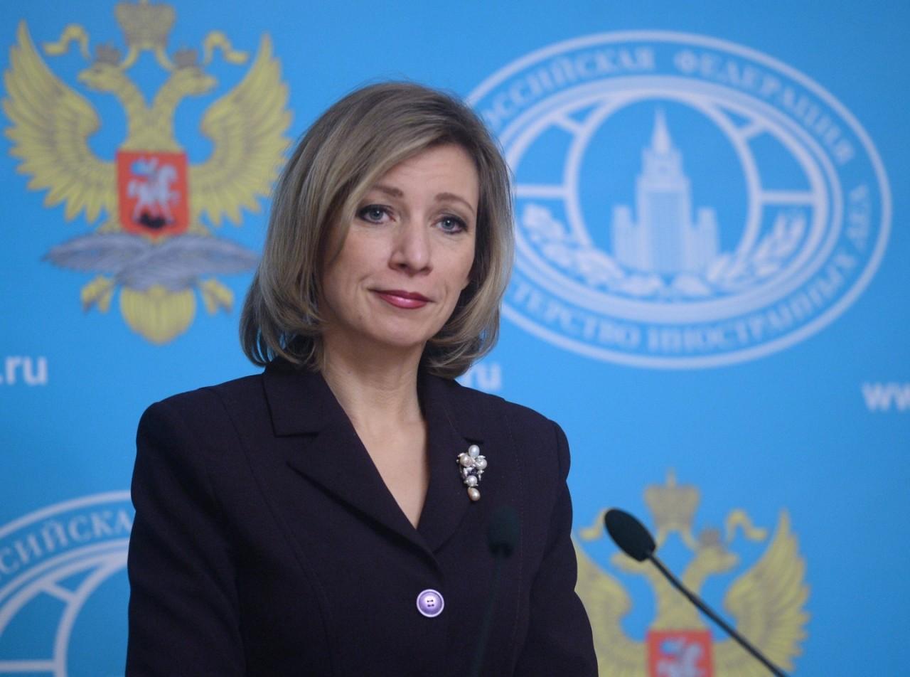 Захарова в шутку предупредила посла США в России об опасности