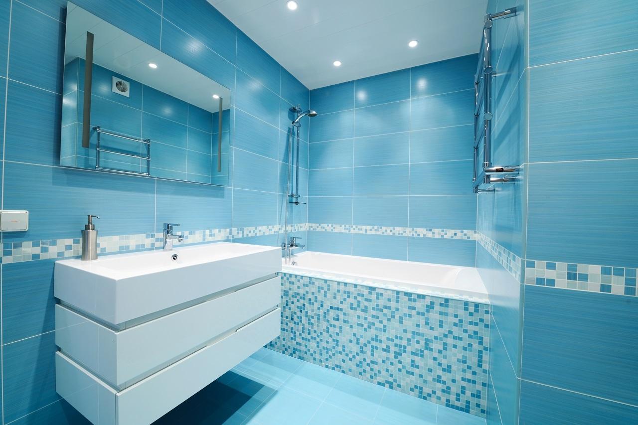 как выбрать цвет плитки для ванной комнаты голубой