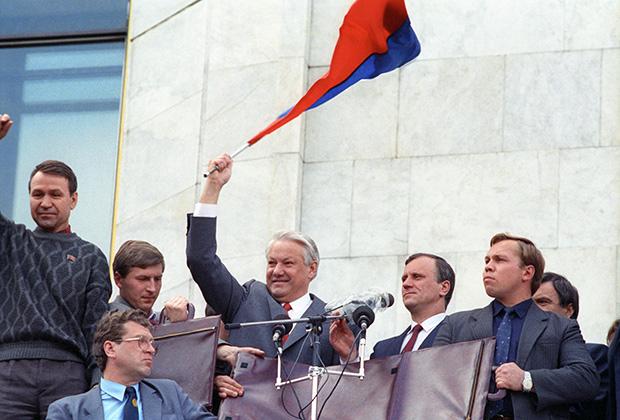 Борис Ельцин. Митинг победителей у здания Дома Советов РФ