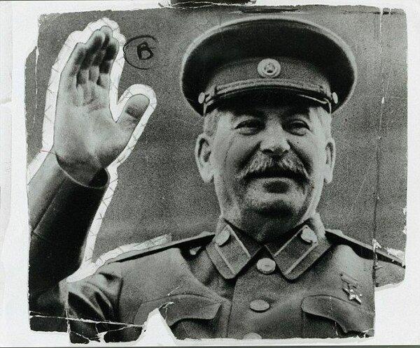 Как Сталин обеспечивал рост зарплат и снижение цен на продукты и услуги?