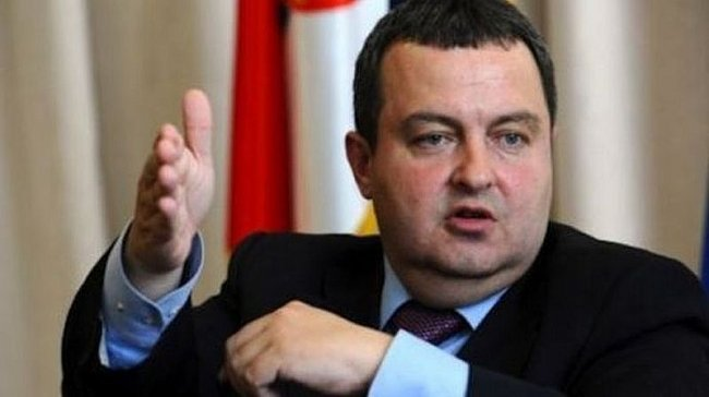 Глава МИД Сербии эффектно по…