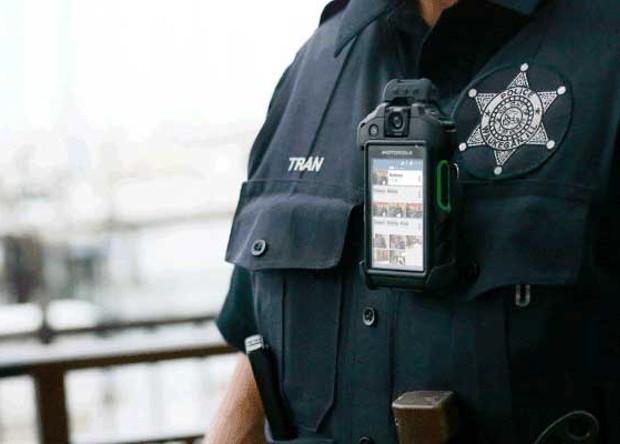 Полицейские камеры научатся узнавать людей в розыске