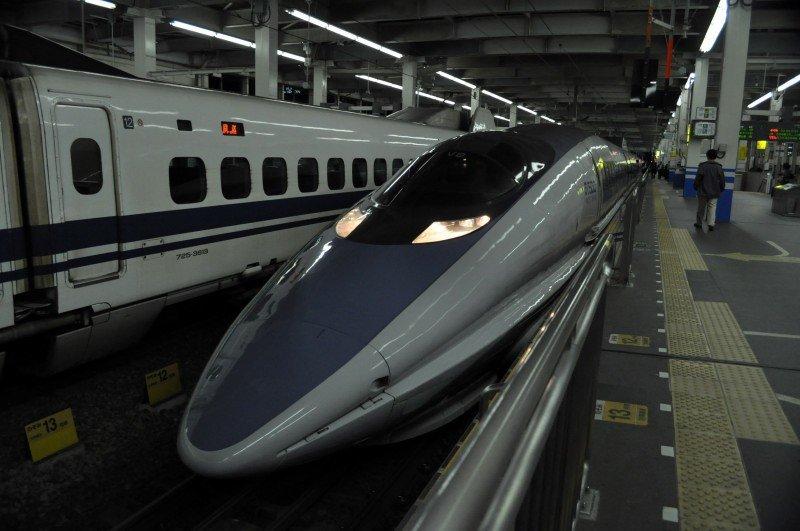 """3. Между крупными городами здесь ездят поезда синкансэн, или """"поезда-пули"""". Они развивают скорость до 320 км/ч! в мире, интересное, полезно, путешествия, страна, факты, фото, япония"""