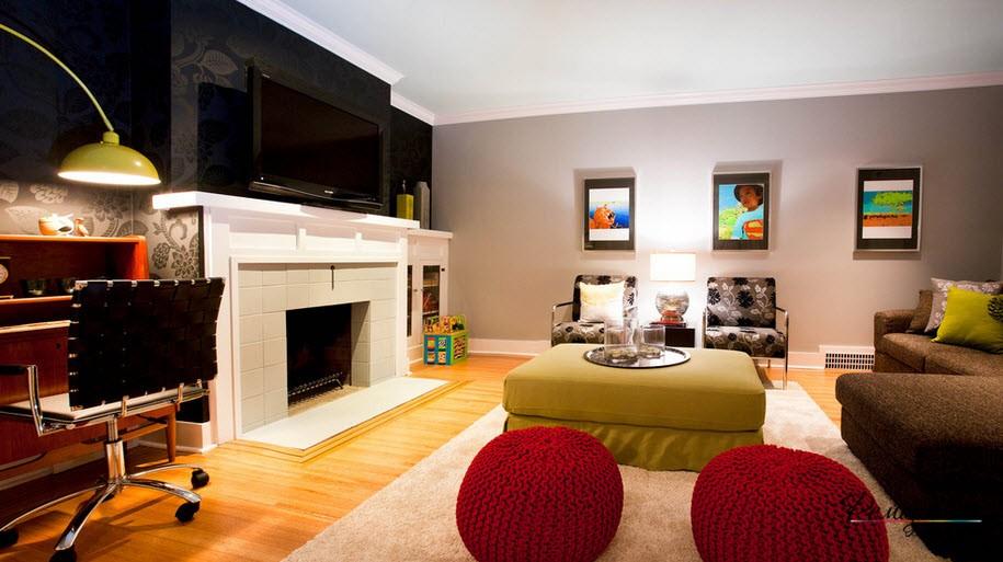 ТВ-зона в гостиной выделена обоями черного цвета