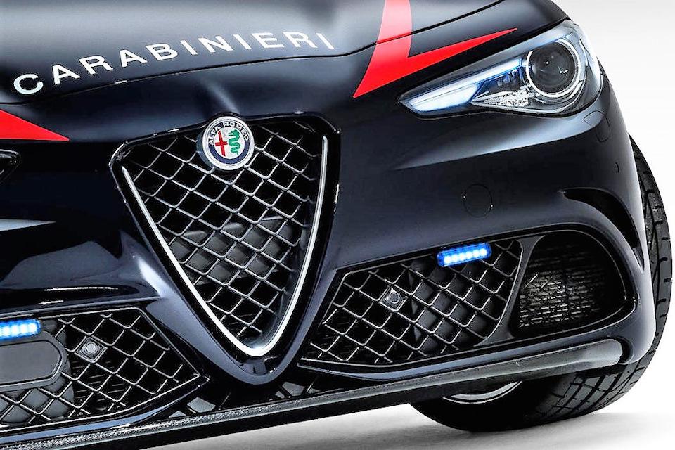 """""""На работу на стиле"""" — почему итальянские карабинеры ездят на Alfa Romeo?"""