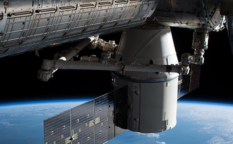 Американцы сошли с орбиты МКС