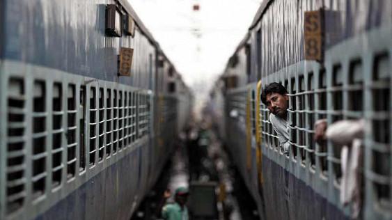 Фермер из Индии получил пассажирский поезд за долги железной дороги