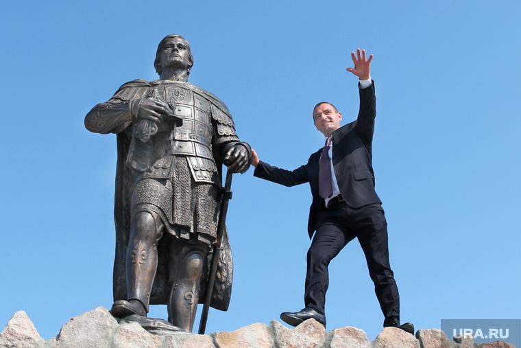 На открытие скульптуры Путина в курганское село приедет делегация Госдумы
