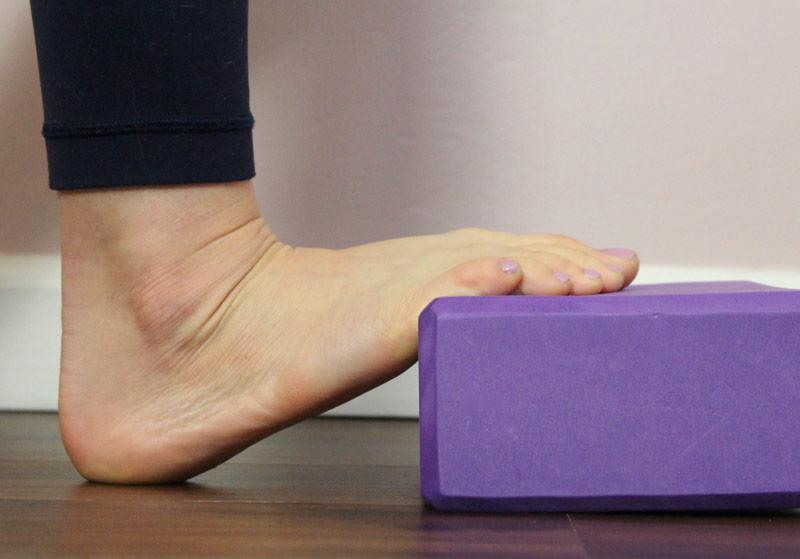 6 простых упражнений на подошвенный фасциит для снятия боли в ногах