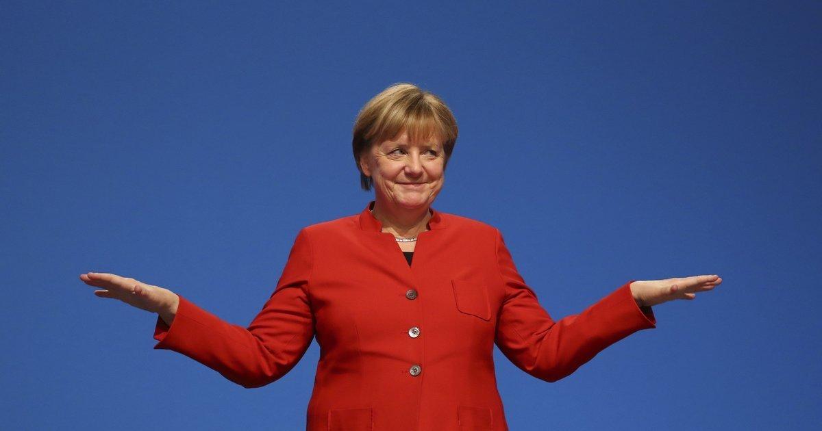 Меркель открестилась от поддержки госпереворота в Украине