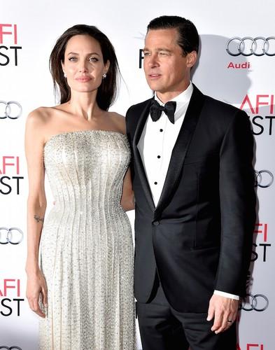 Анджелина Джоли подала докум…