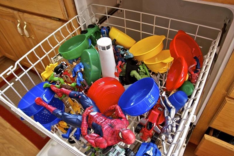 15 неожиданных предметов которые стоит засунуть в посудомоечную машину
