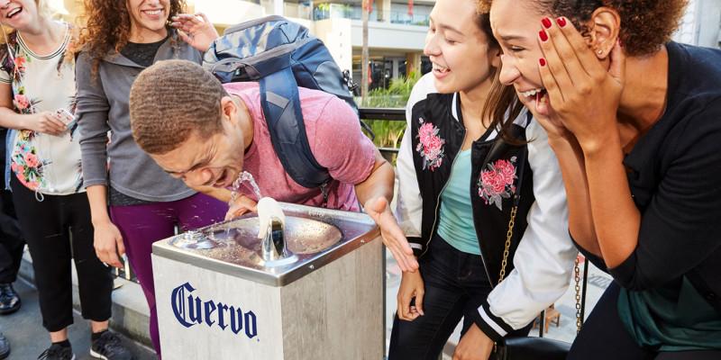 В Лос-Анджелесе из питьевых фонтанчиков полилась текила