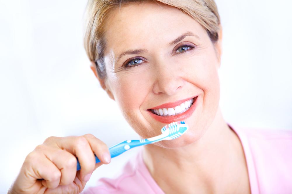 Врач-стоматолог рассказала как сохранить здоровье зубов после 55
