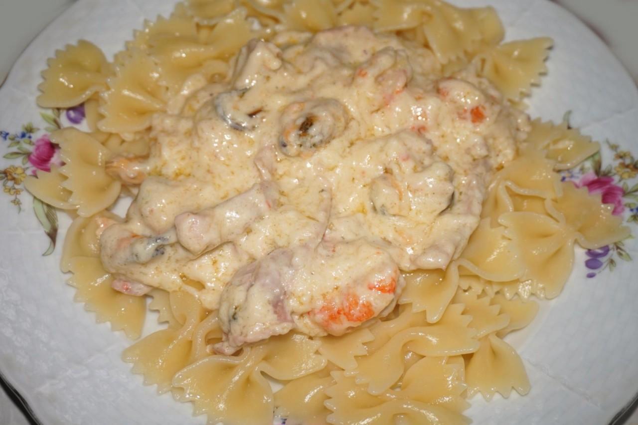 Морепродукты в сливочно-сырном соусе