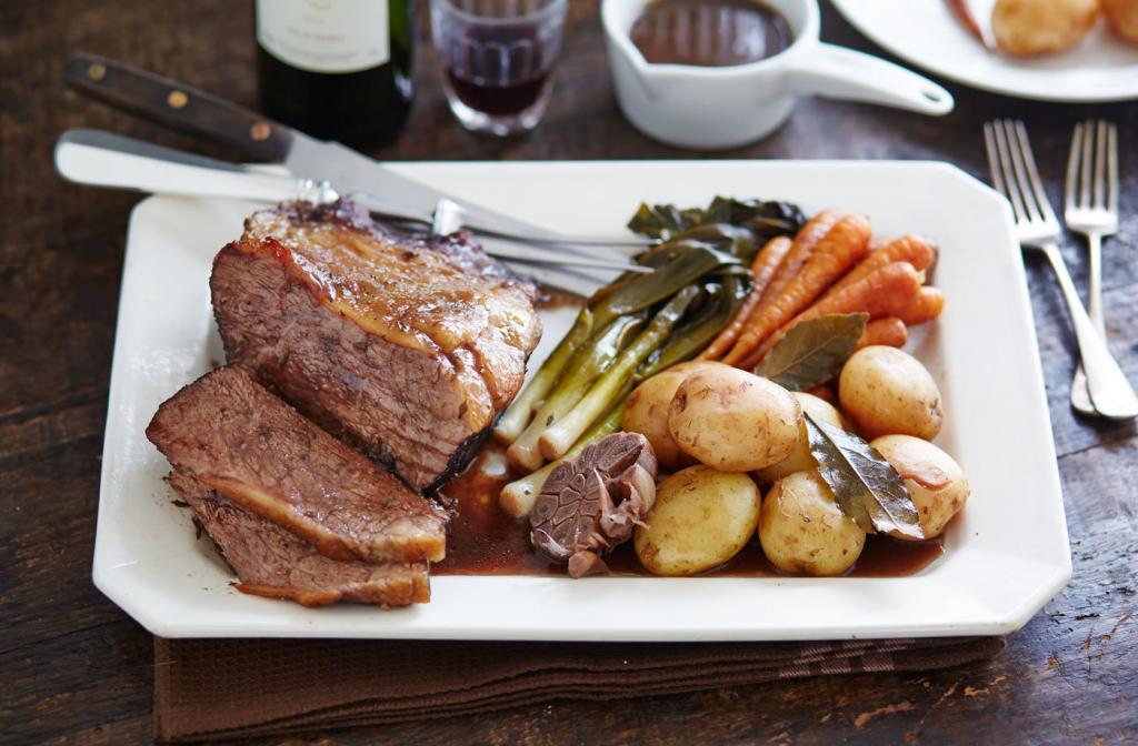 Телятина в духовке с картошкой: рецепты и советы по приготовлению