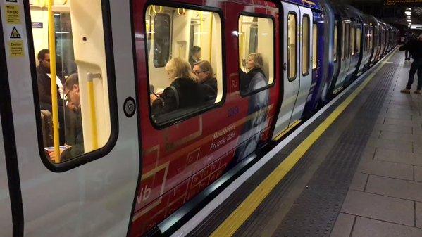 В метро Лондона запустили поезд «Сердце России».
