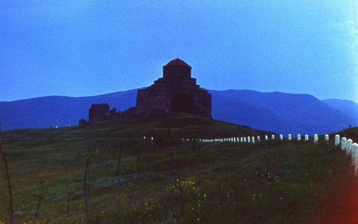 Действующий монастырь на вершине утеса.