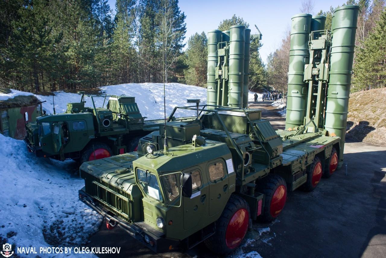 Зенитная ракетная система С-400 на боевом дежурстве в Северодвинске