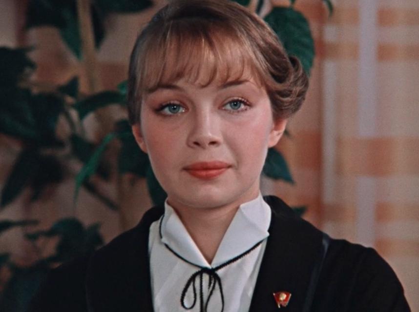 «Сбежала в Париж и погибла в автокатастрофе» — что случилось со звездой фильма «Покровские ворота» Валентиной Воилковой