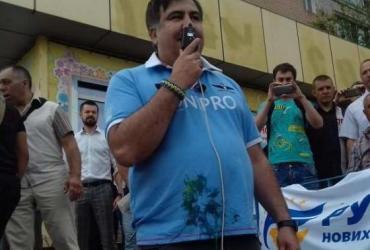 В Кривом Роге вместо поддержки Саакашвили получил яйцом с зеленкой