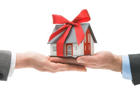 Договор дарения жилого помещения — что нужно знать?