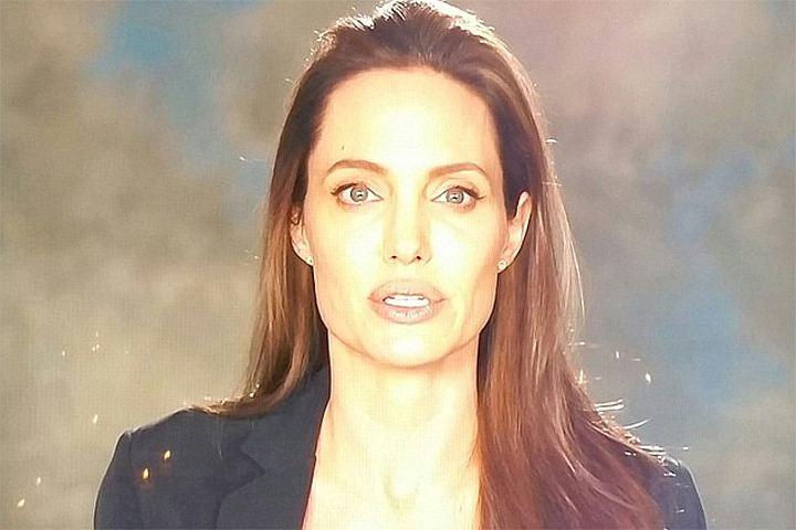 Джоли впервые после разрыва с Питтом появилась на публике