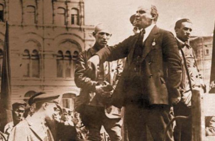 Ленин во время выступления на митинге | Фото: nnm.me