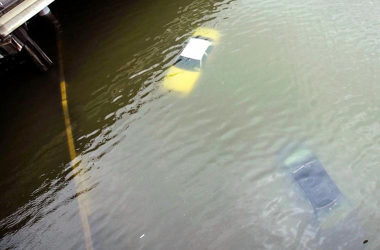 """""""Ну, как поплавали?"""" Учимся распознавать автомобили-утопленники"""