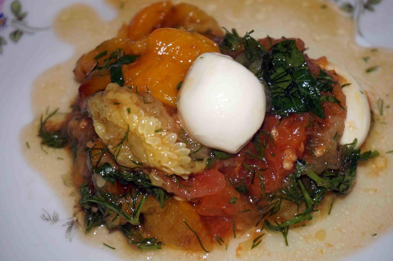 Тёплый овощной салат с моцареллой