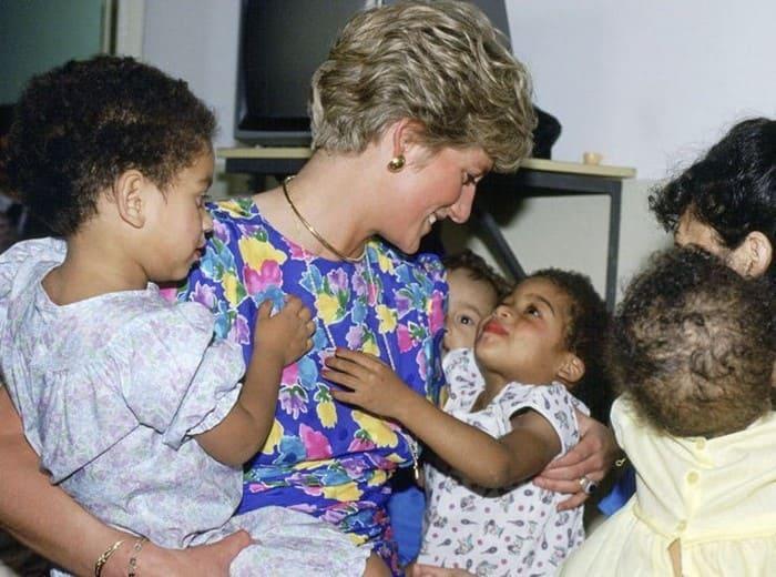 Принцесса Диана часто посещала детские больницы | Фото: boom.ms