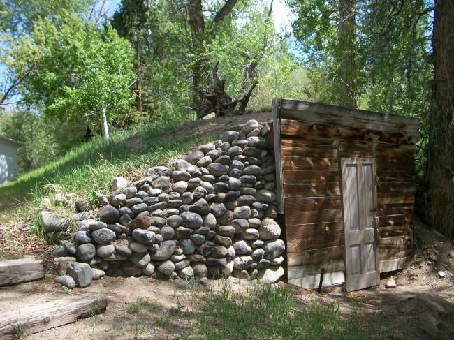 Чтобы обеспечить водонепроницаемость вашей постройки, необходимо провести гидроизоляцию стен