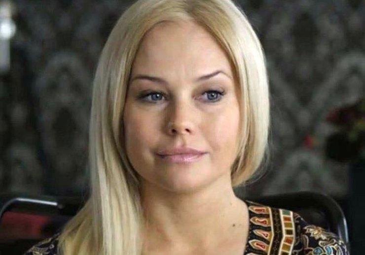 Актриса Елена Корикова показала нежное фото с таинственным мужчиной