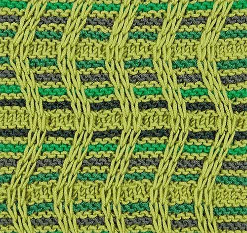 волнообразный узор с вытянутыми петлями спицами