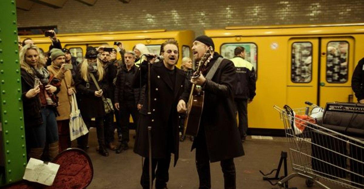 Для рекламы альбома группа U2 выступила на линии берлинского метро U2