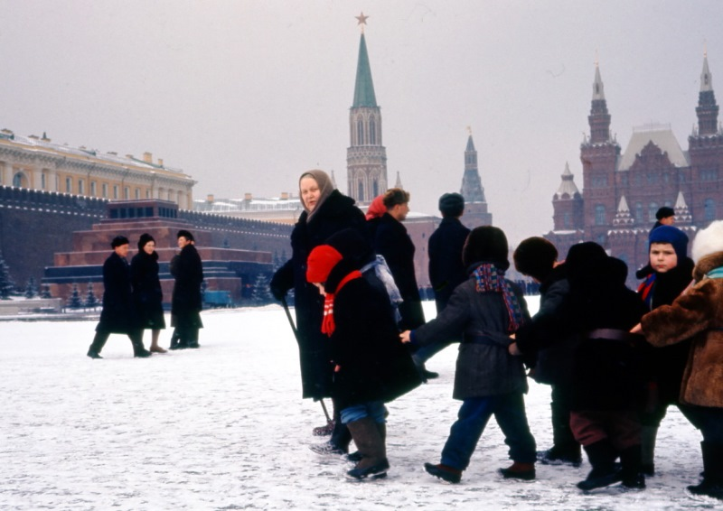 Жизнь советских граждан в 60-х годах глазами американского фотографа.