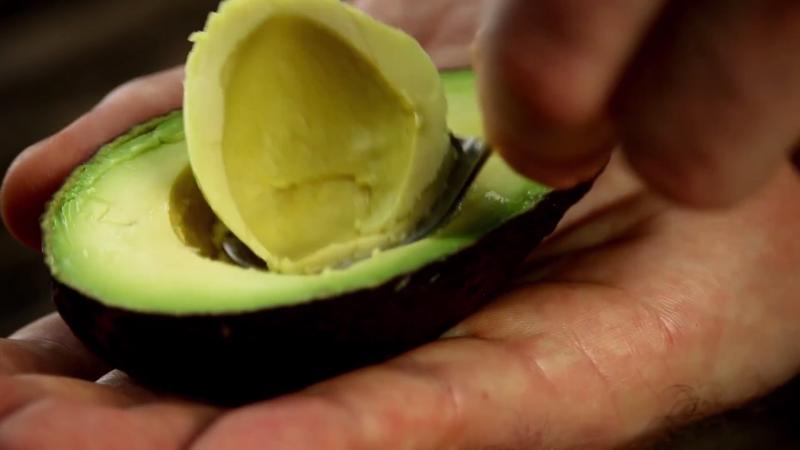 Большое зеленое яйцо или Авокадо с сюрпризом